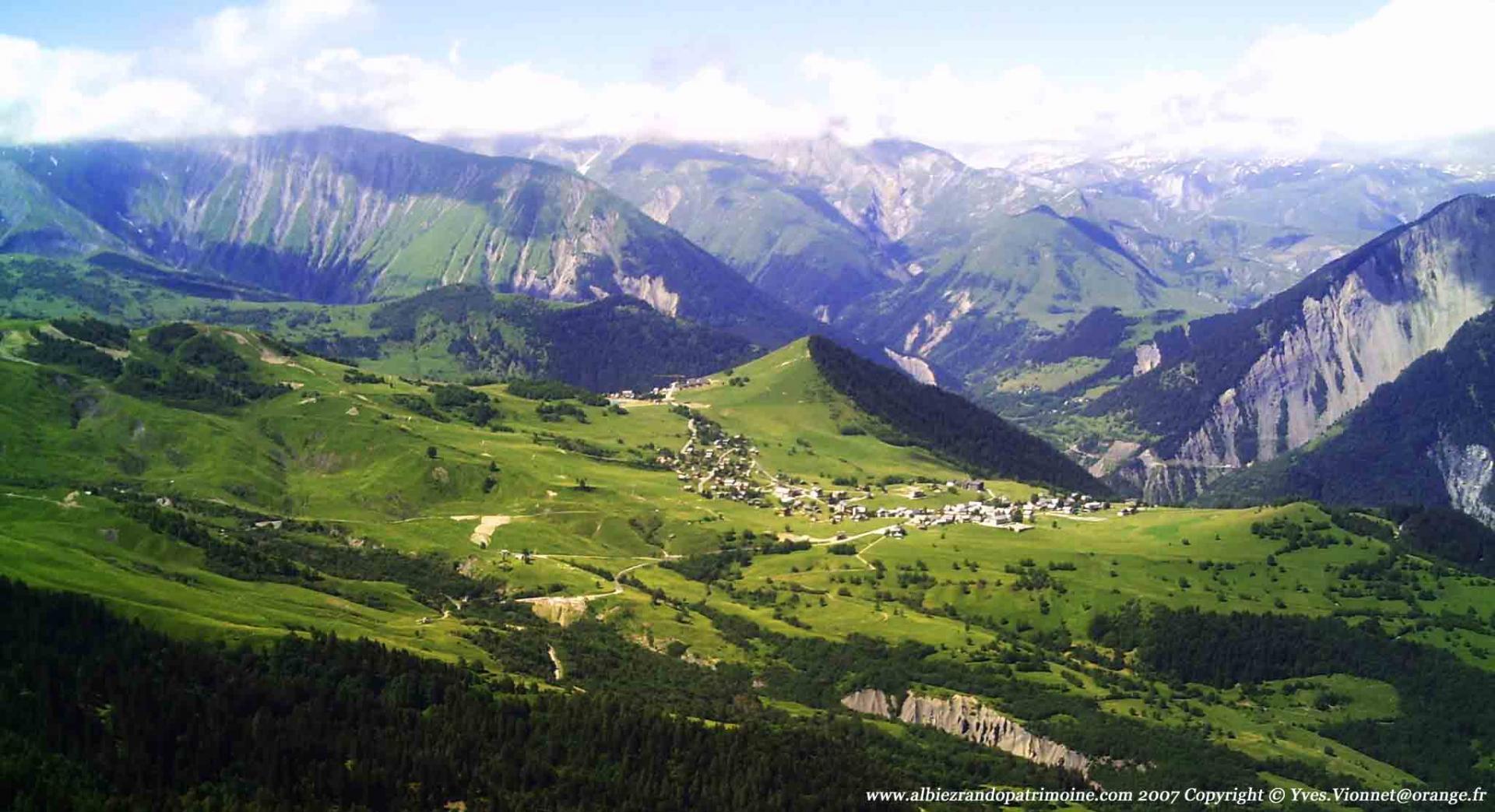 Le plateau d'Albiez en été