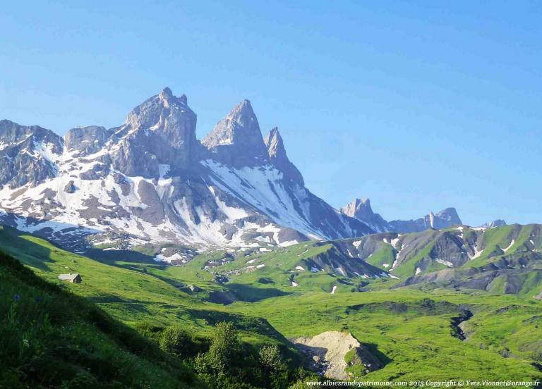 Dans l'alpage au pied des Aiguilles d'Arves