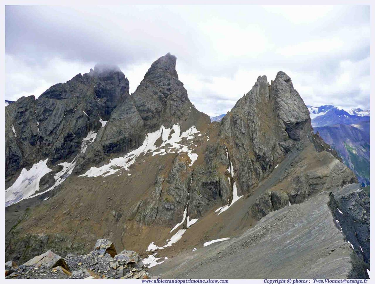 Les Aiguilles d'Arves depuis l'Aiguilles de l'Epaisseur 3200 m
