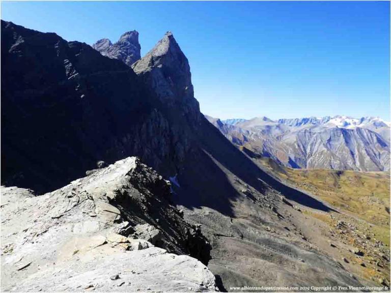 L'automne la montagne silencieuse aux mille couleurs