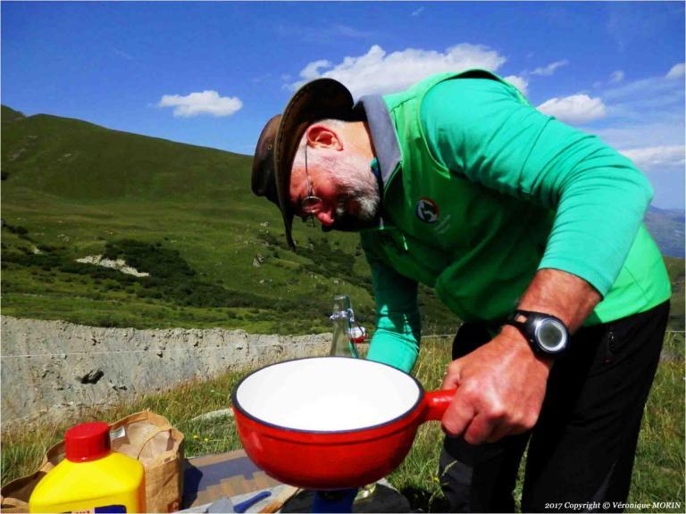 Exceptionnelle fondue en alpage au soleil de midi